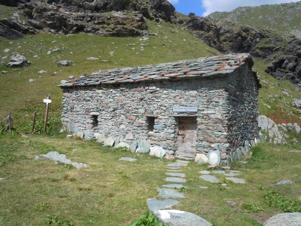 6 Rifugio Alpetto 2263 metri